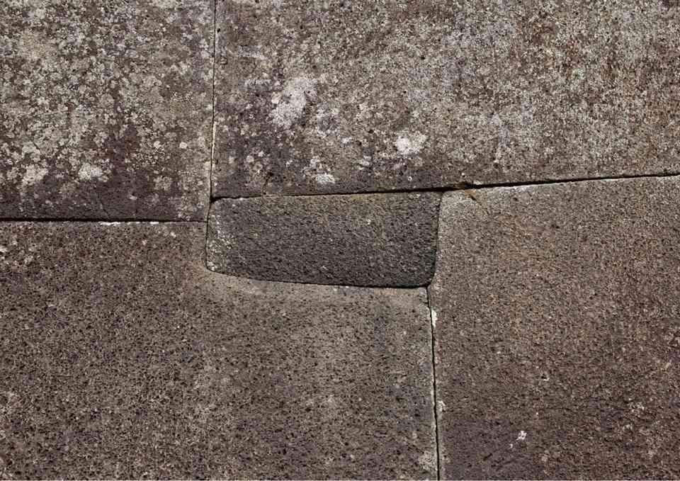 ¿muro inca en el Cusco?, No, Ruinas de Vinapú, en la Isla de Pascua (Chile) en la Polinesia.