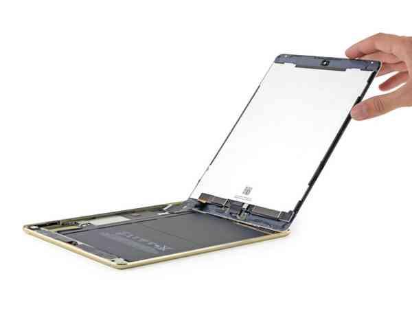 El hecho de que el cristal tactil, el display y el boton de inicio esten unidos hace que sea costoso la reparacion cuando esta se rompa