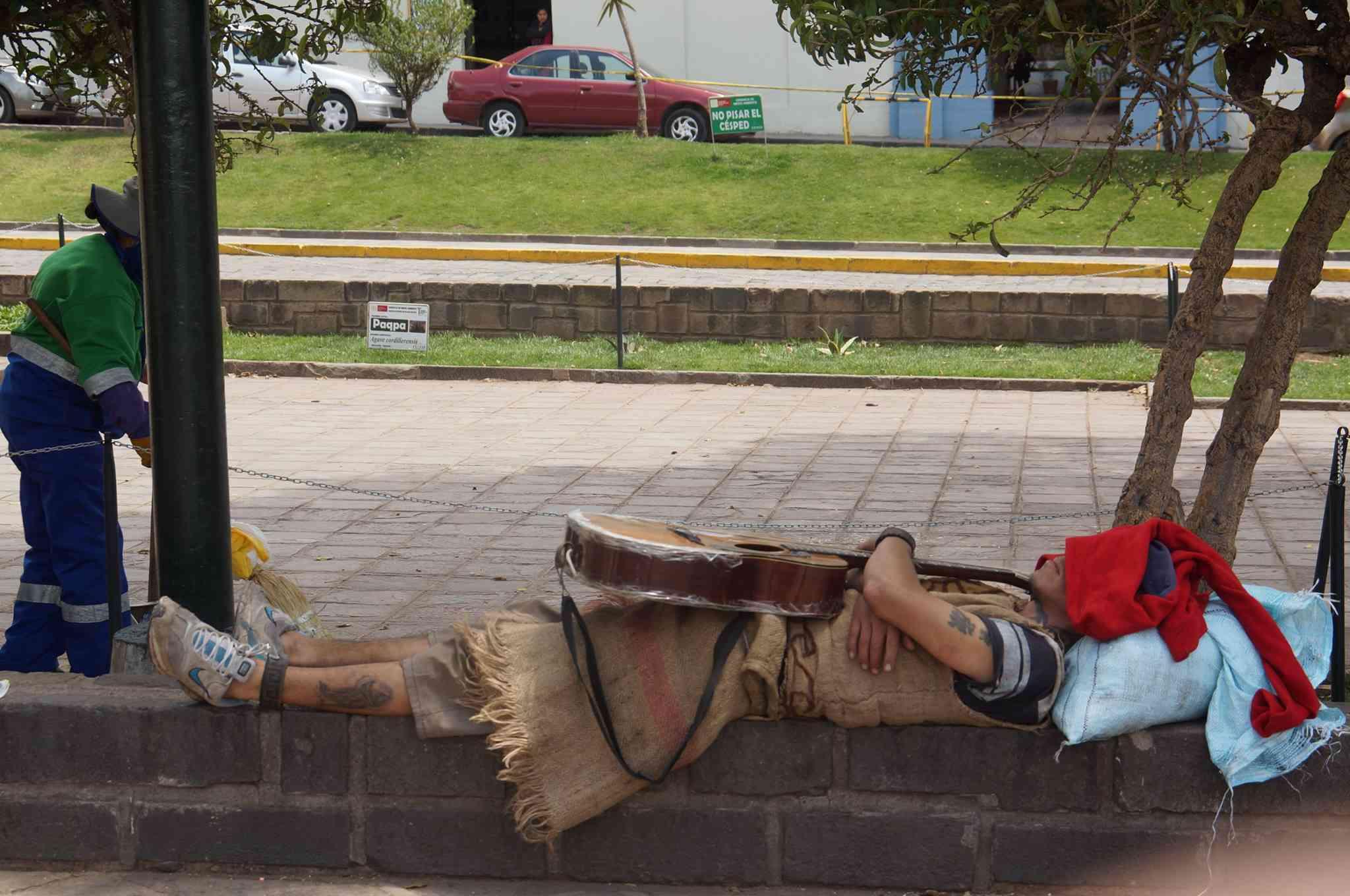 extranjero-mochilero-vago-en-cusco