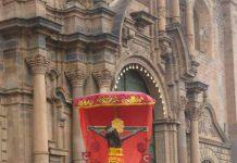 Retorno Procesional del Señor de los Temblores del Colegio Ciencias, luego de la Ultima Misa del Solemne Novenario en honor a la Festividad de Cristo Rey promulgada por el Papa Pio XI