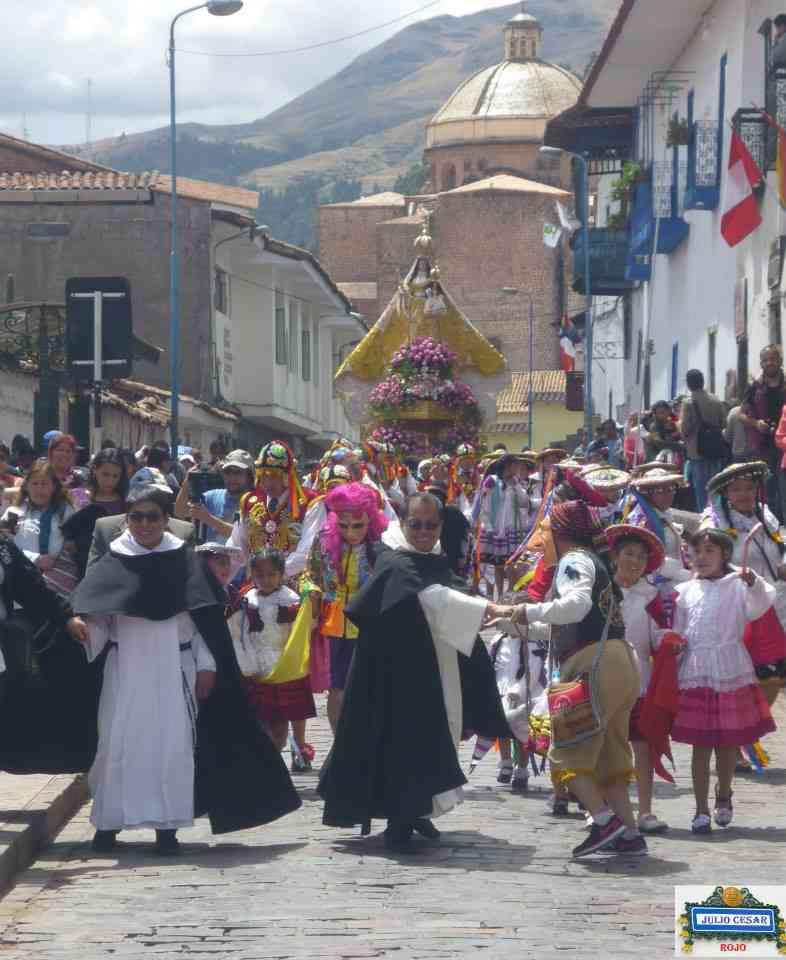 Procesion de la Virgen del Eosario Cusco 2