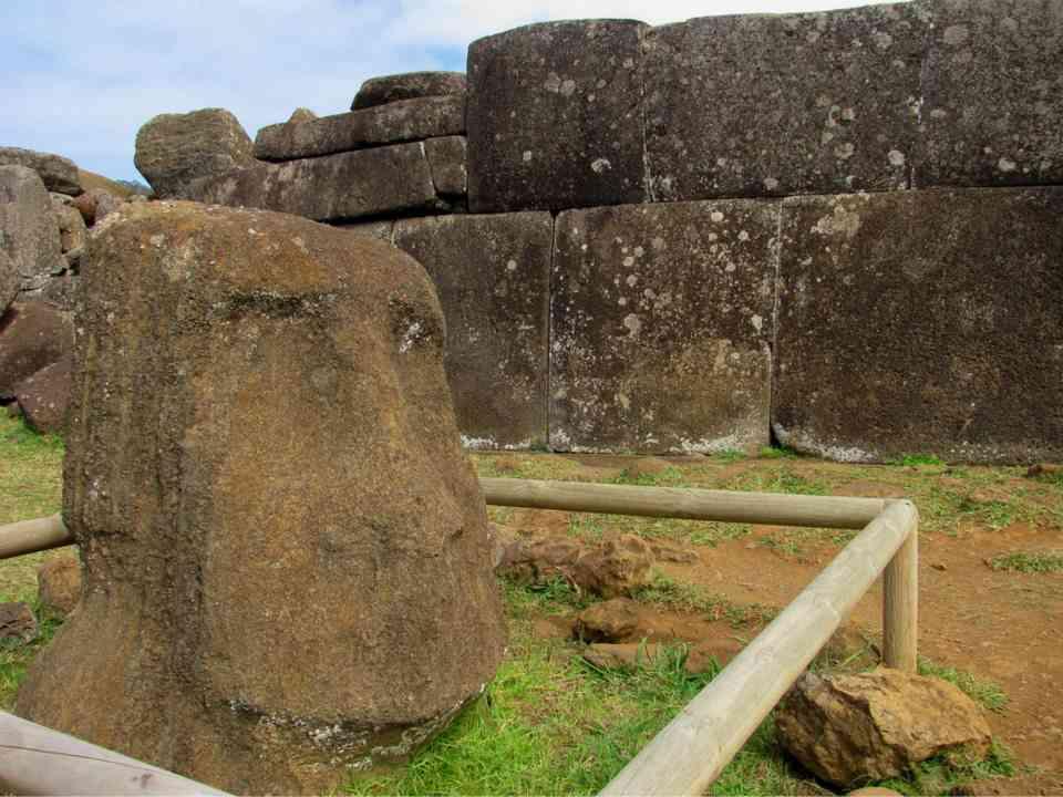 Ruinas de Vinapú, en la Isla de Pascua (Chile) en la Polinesia.